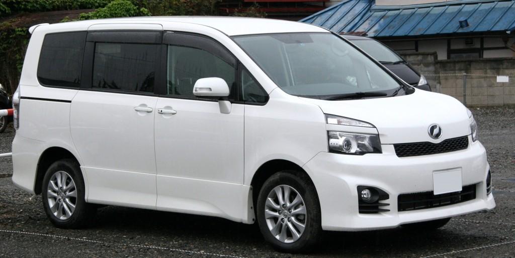 2010_Toyota_Voxy_Z(S)