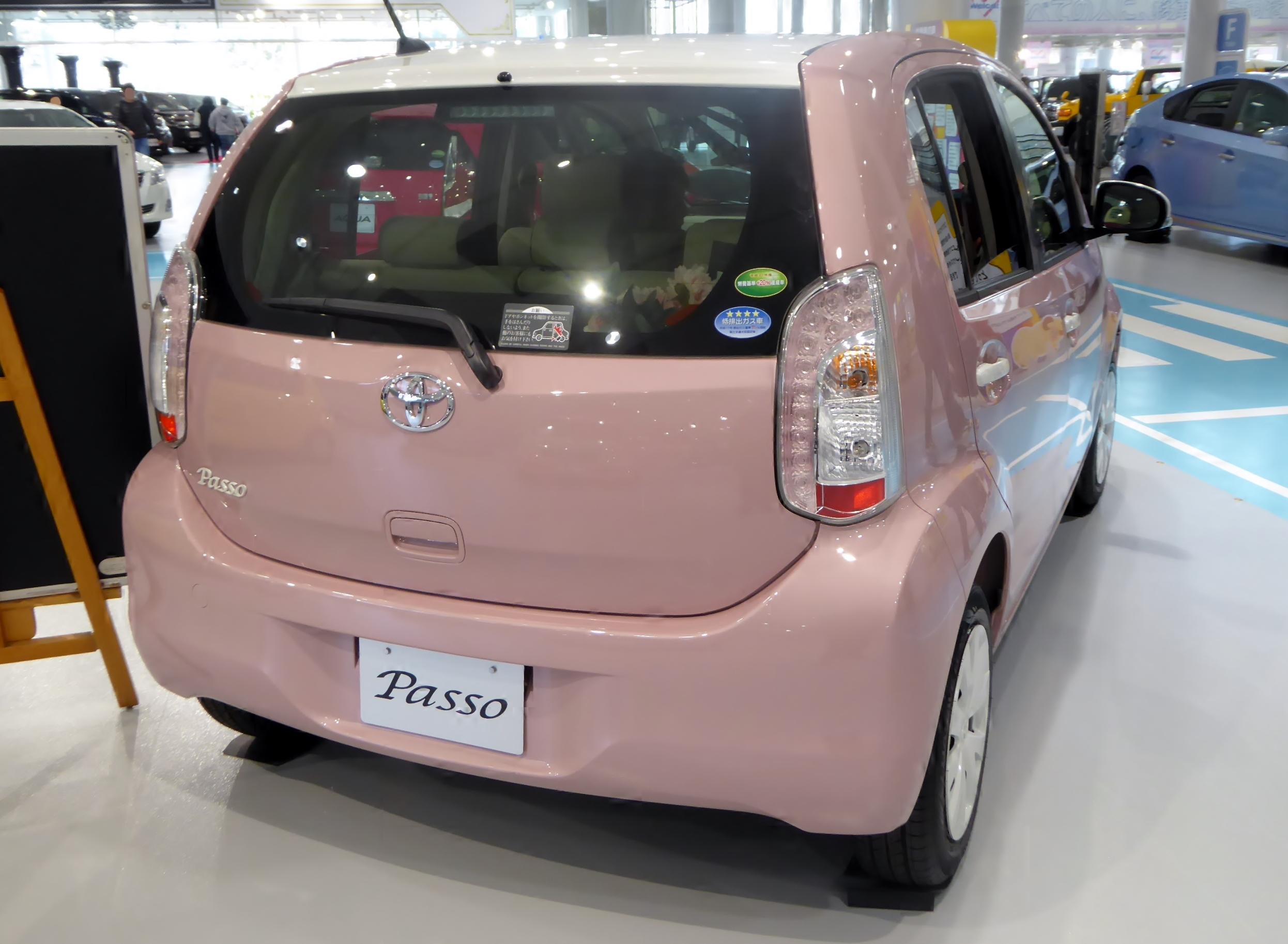 Toyota_Passo_1.0_+Hana_2WD_(KGC30)_rear